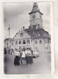Bnk foto - Brasov - Piata Sfatului - set 2 fotografii 1975, Alb-Negru, Cladiri, Romania de la 1950