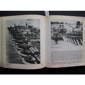 Mileniile  tehnologiei  militare,  435  pagini