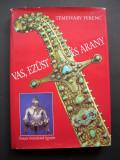 Arme,  armuri,  panoplii.  Catalogul  prezinta  si  descrie  482  piese