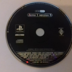 Demo 1 Version 5 - PS1 [Second hand], Multiplayer, Actiune
