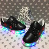 Adidasi negri luminite LED floare brodata tenisi papuci sport piele fetite 32 34, Fete