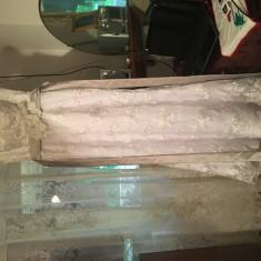 Rochie de mireasa sirena din dantela si aplicatii florale cu val inclus