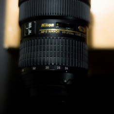 Nikon AF-S Nikkor 24-70mm f/2.8G + capace, parasolar, filtru UV, cutie
