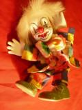 Papusa Clovn cu cap ,maini ,picioare din portelan , h= 18 cm