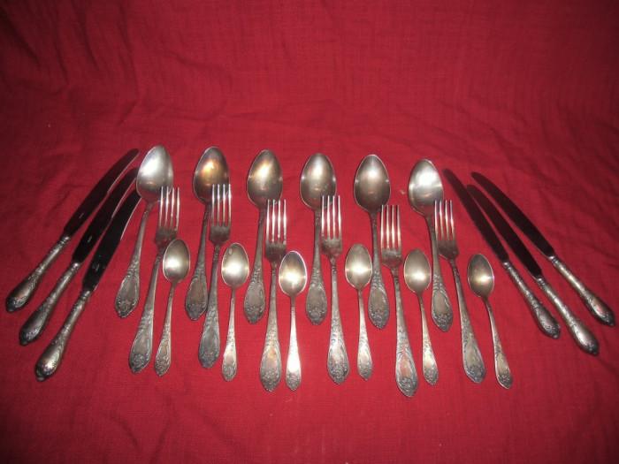 Set  tacamuri Rusesti pentru 6 persoane 24 piese