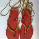 Sandale vechi romanesti, tipice anii '80, de plastic cu margele, marime 22.5