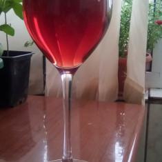 Vand vin rosu si tuica