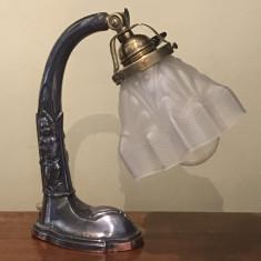 Nr.580 Lampa / veioza de birou Art Deco cu abajur din sticla, anii 1920.