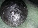 piesa tip antic gravata in relief,antichitate argintata de colectie,T.GRATUIT