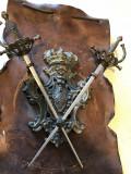 Panoplie veche,miniaturala,franceza,cu blazon si doua sabii incrucisate