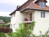 Vand casa cu etaj si gradina