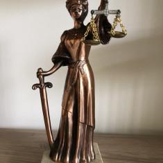 Statueta veche,metalica,greceasca,JUSTITIA,cu sabia si balanta