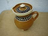 Frumoasa carafa din ceramica cu capac