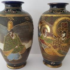 Pereche de vase din portelan pictat  - China
