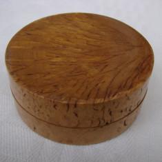 Cutie veche din lemn (2)