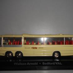 Macheta autobuz Wallace Arnold - Bedford VAL - Atlas scara 1:72