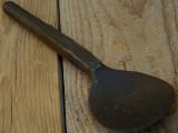 LINGURĂ VECHE PRIMITIVĂ CONFECȚIONATĂ MANUAL DIN FIER PRIN BATERE LA NICOVALĂ!