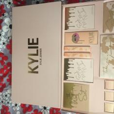Kylie Vacation Collection - Trusa machiaj