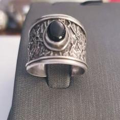 Inel din argint cu onix, model vintage. Masura - 14