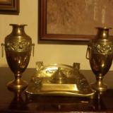 Set calimara de birou cu doua urne (vaze) din alama