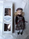 Papusa germana,cu cap de portelan,in cutie