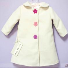 Paltonas cu flori colorate