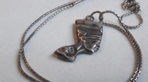 Medalion argint NEFERTITI secol 19 EGIPT splendid DELICAT finut pe Lant argint