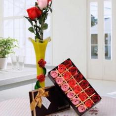 Petale de trandafir din sapun Sweet Love - Lumanare parfumata