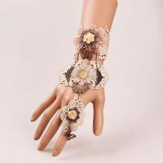 Bratara cu dantela si inel trandafir model gotic victorian