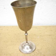 Potir vechi argintat cu picior si talpa - Metal/Fonta