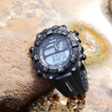 Cumpara ieftin Ceas WAKNOER digital  cu data alarma cronometru waterproof 30M inot cutie cadou
