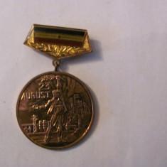 """CY - Insigna """"40 Ani de la 23 August 1944"""" 1944 - 1984"""