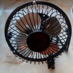 Ventilator metalic cu suport alimentat din USB