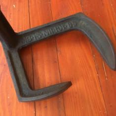 Scule / unelte vechi - Nicovala veche pentru cizmarie / cal / calapod anii 80 ! - Metal/Fonta