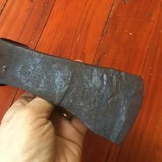 Scule / unelte vechi - Topor model deosebit realizat manual la forja si nicovala - Metal/Fonta