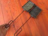 Ustensile de Bucatarie - veche presa / matrita din aluminiu pentru copt grofe !