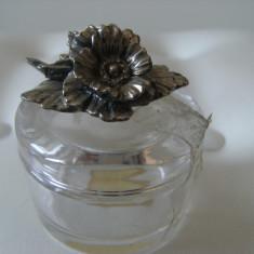 Rara bomboniera cristal Puthod si flori alama argintate,veche,de colectie/decor.