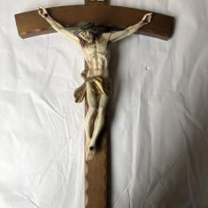 Cruce din lemn, cu Isus, rastignit