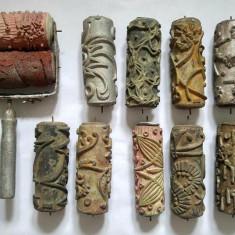 Lot 10 roluri (role) vechi de zugravit, din cauiuc + suportul de metal, anii 70