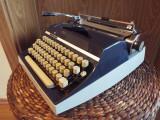 Masina de scris mecanica TRIUMPH Gabriele 35