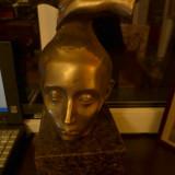 Sculptura atribuita Iuliei Ionita (1922-1987) bronz pe granit