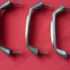 LOT FERONERIE, 3 MANERE VECHI, PENTRU SERTARE, DULAPURI. - Metal/Fonta
