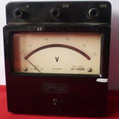 VOLTMETRU ANALOG VECHI 600 VOLTI,  COLECTIE.