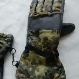 Manusi camuflaj militar; marime 9; impecabile, ca noi