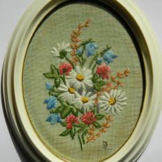 Tablou vintage cu flori cusute / panza - Broderie