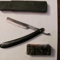 PVM - Brici vechi Solingen Carl RADER in etui fabricat in Germania