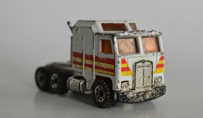 Macheta Matchbox cap tractor Kenworth 1:90 foto mare