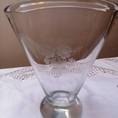 VAZA VECHE DIN STICLA GROASA, GRAVATA MANUAL 1956. - Vaza sticla