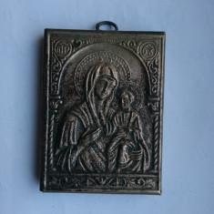 Icoana Fecioara Maria iconita veche ferecata basorelief metal colectie - Icoana din metal