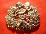 Emblema metal argintat- Fetita cu pisicuta , L= 9,4 cm